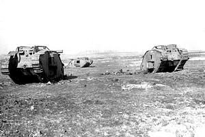 Первая мировая война. Подбитые танки на поле боя