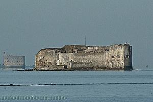 Форт Энет в Атлантическом океане