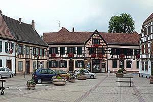 Средневековые здания в центре города Бишвиллер (Эльзас)