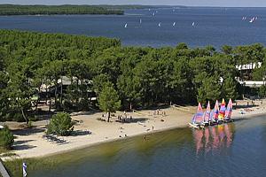 Яхт-клуб Voile de Bordeaux Carcans Maubuisson Affilie FFV. Озеро Уртен (Аквитания)