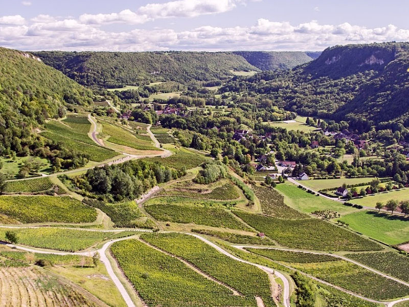 Северо-западные предгорья горного массива Юра в одноименном департаменте Франции