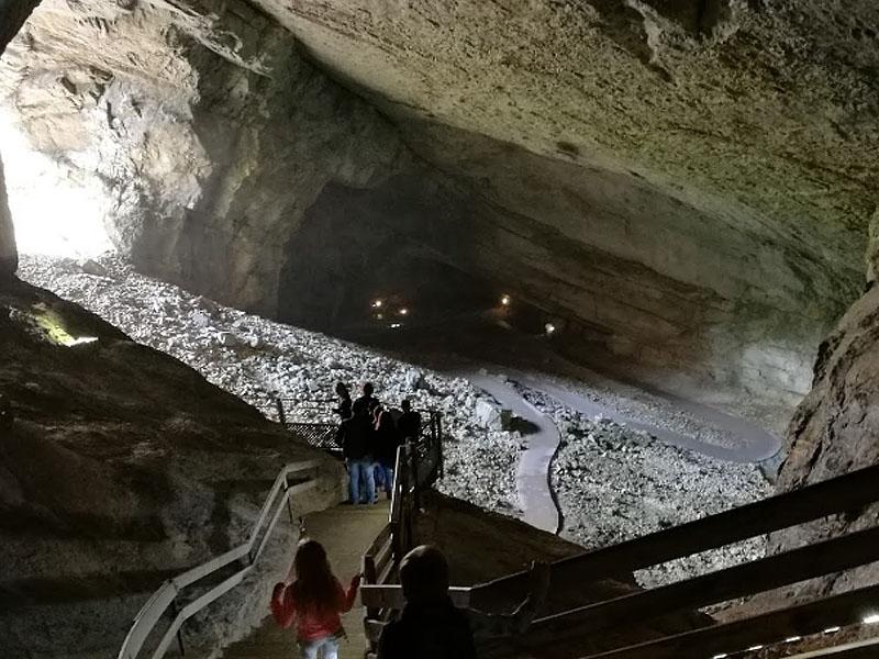 Гроты Сердона (Grottes du Cerdon) в горах Юра