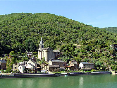 Центральный массив, Франция. Река Авейрон
