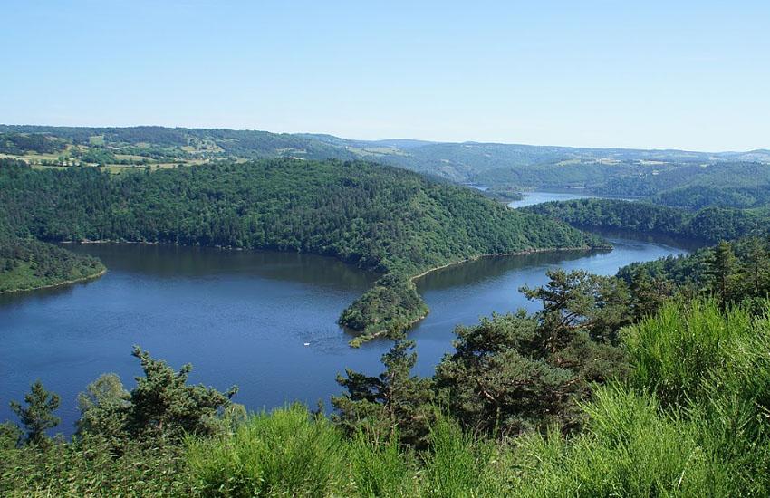 Озеро Барраж-де-Гранваль (Овернь, Канталь)