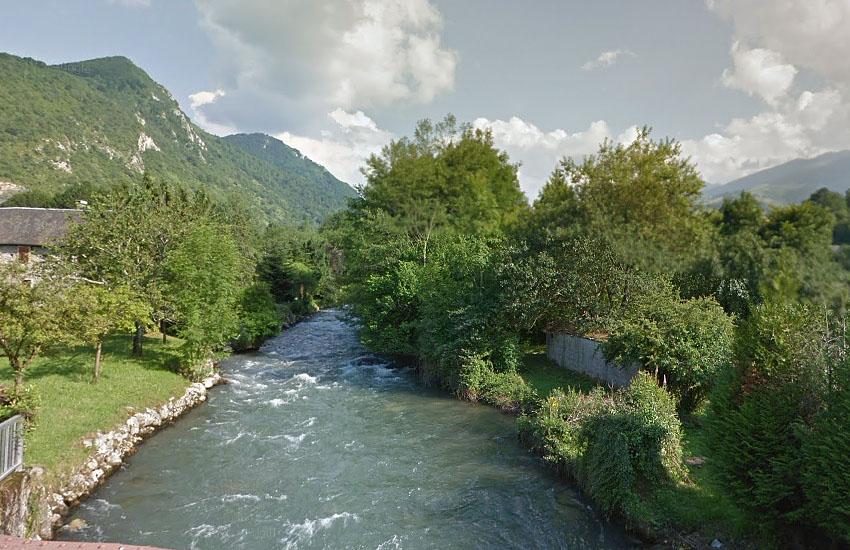 Река Адур (Adour) в верхнем течении (коммуна Асте)