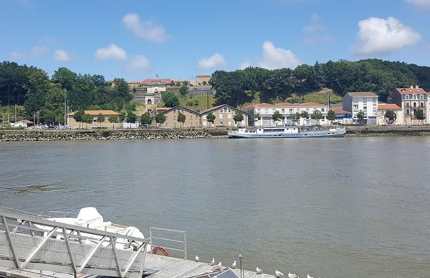 Река Адур (Adour) в городе Байонна