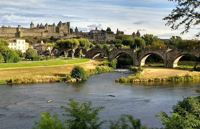 Река Од (Aude) в городе Каркасон (Carcassonne)