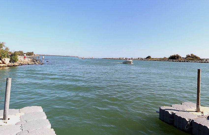 Река Од (Aude) в месте впадения в Средиземное море