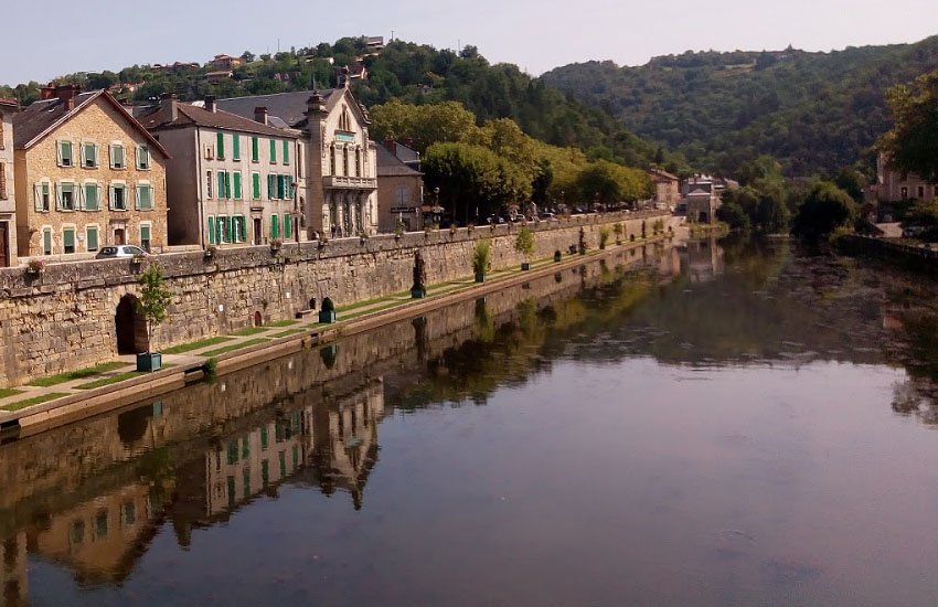 Река Авейрон (Aveyron) в среднем течении (город Вильфранш-де-Руэрг)