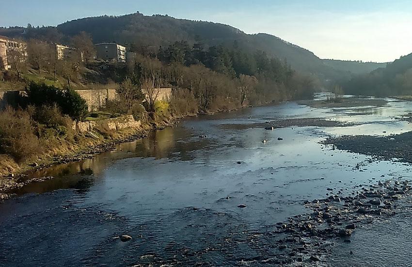 Река Луара (Loire) у городка Орек-Сюр-Луар