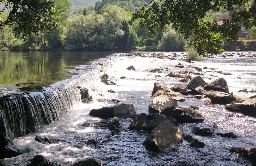 Пороги на реке Ло в нижнем течении