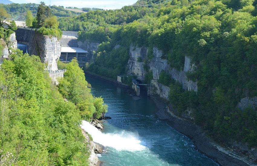 Гидрологическая характеристика Роны: плотина Barrage de Génissiat