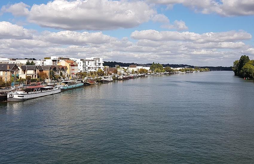 Сена (Seine) в среднем течении (пригород Парижа)