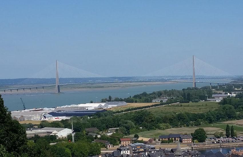 Река Сена (Seine) в устье (мост Нормандия)