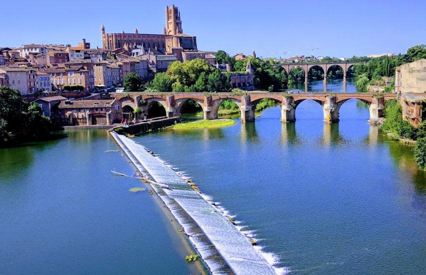 Река Тарн (Tarn) в городе Альби (Albi)