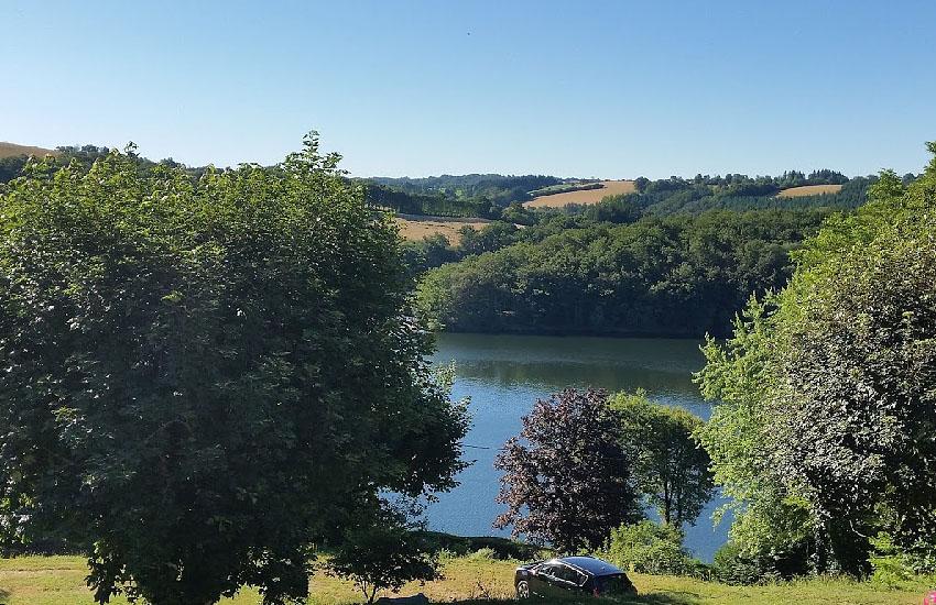 Водохранилище Пон-де-Салар в верхнем течении реки Вьор