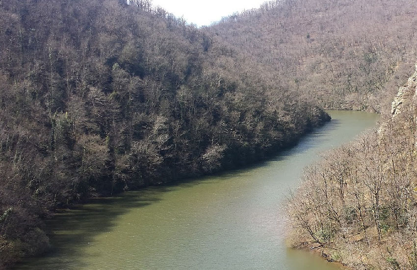 Река Вьор (Viaur) в среднем течении