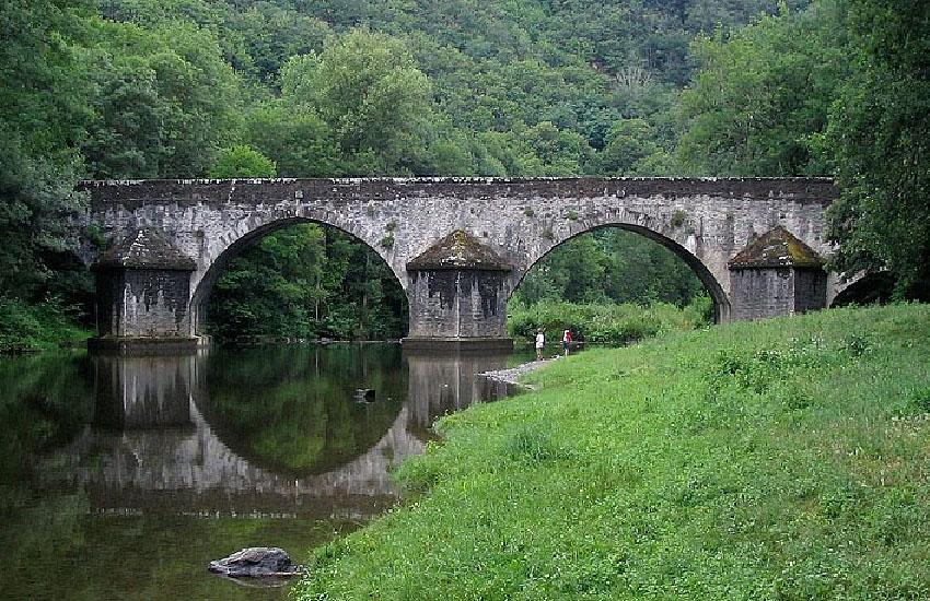 Старинный мост на реке Вьор