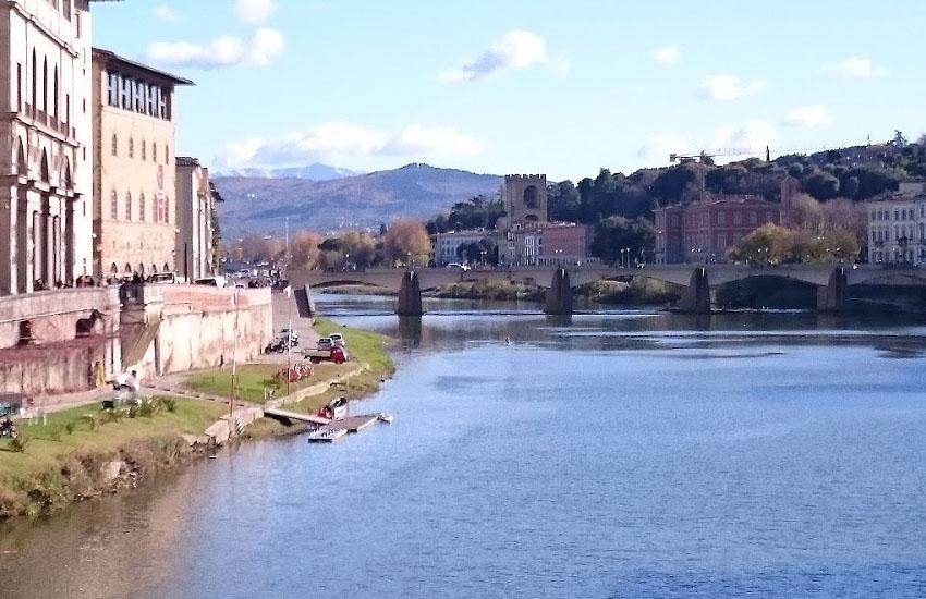 Река Йонна (Yonne) в городе Монтро-Фот-Йонн