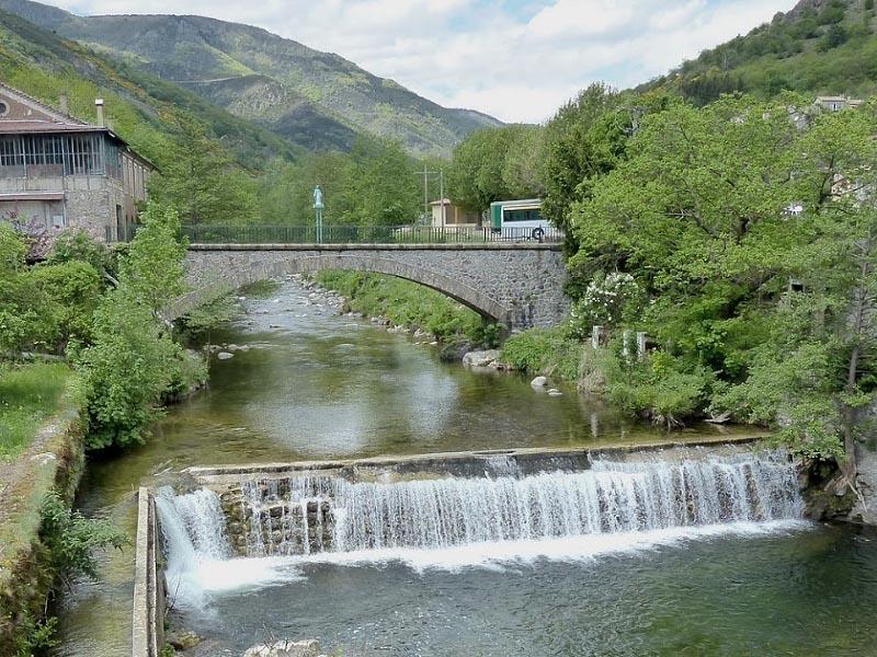 Река Ардеш (Ardeche) в городке Бан (Banne)