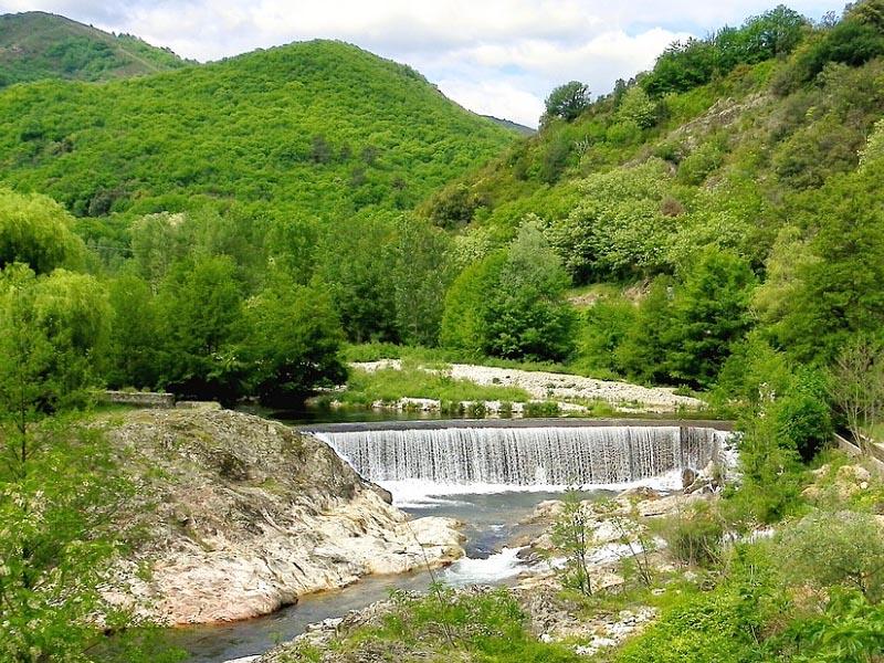 Река Ардеш (Ardeche) в верхнем течении