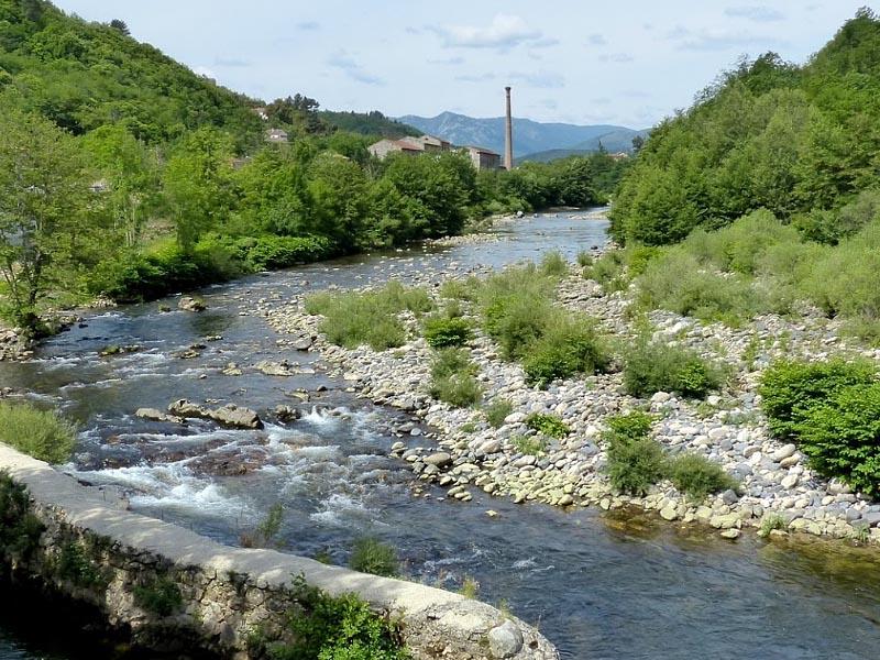 Река Ардеш (Ardeche) в среднем течении