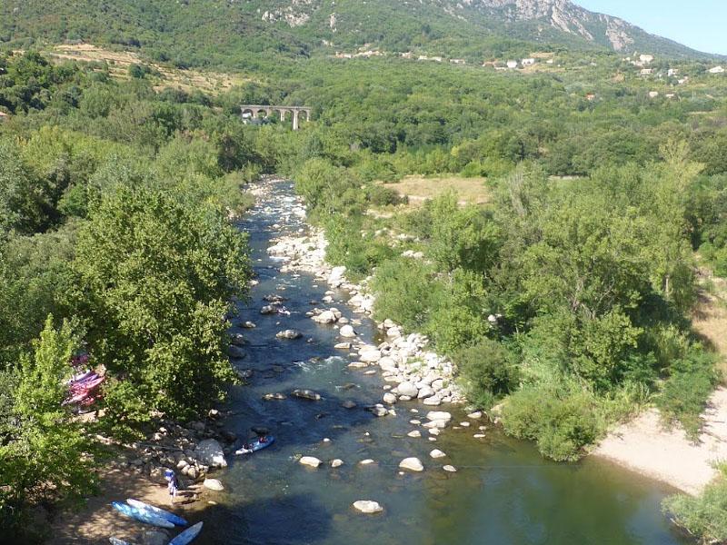 Река Орб (Orb) у городка Тарассак