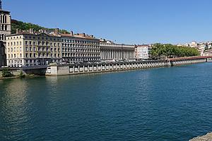 Река Рона (Rhone) в Лионе