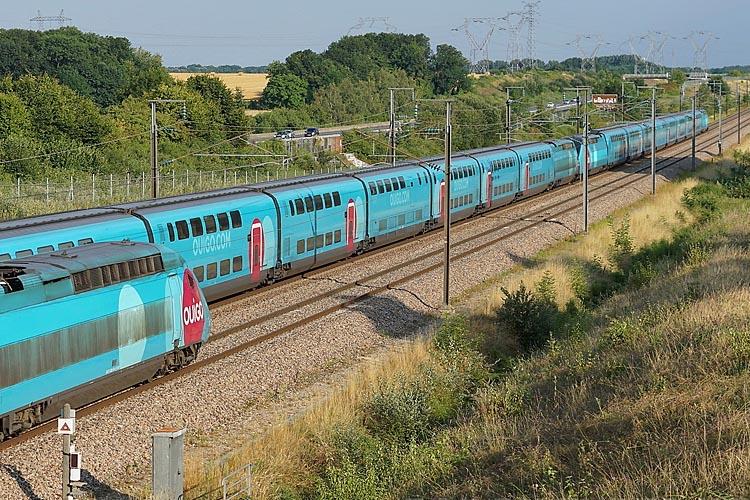 НАЦ�ОНАЛЬНАЯ КОМПАН�Я ФРАНЦУЗСК�Х ЖЕЛЕЗНЫХ ДОРОГ SNCF СВЯЖЕТ ЦЕНТРЫ ПАР�ЖА � Л�ОНА СКОРОСТНЫМ� ПОЕЗДАМ� OUIGO