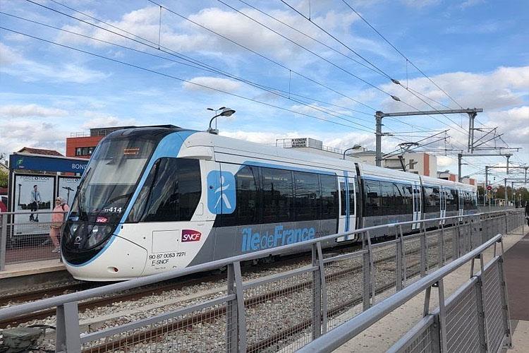 ВО ФРАНЦ�� ПРОДЛЖАЕТСЯ НАЦ�ОНАЛЬНАЯ ЗАБАСТОВКА: поезда в Париже и пригородах будут ходить только в часы пик
