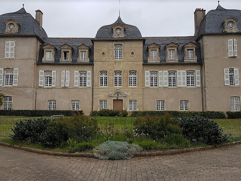 Оне-ле-Шато (Onet-le-Chateau): старинное здание детского дома